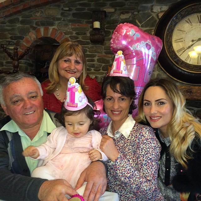 Shqiptarja.com - Eneda Tarifa feston 1-vjetorin e Arias