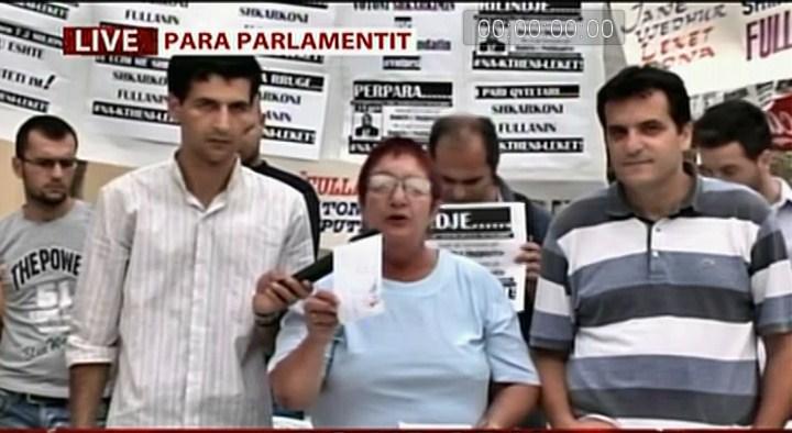 Lajm Vjedhja-e-BSH-se-ShoqeriaCivileproteste-para-Parlamentit