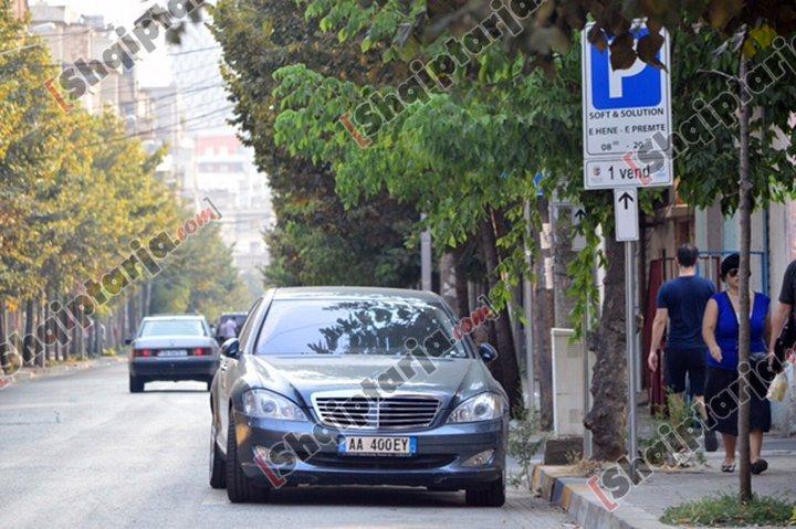 Makina e Ermal Beqirit fotografuar në datën 8 gusht 2017 në vendin e parkimit të rezervuar për ...