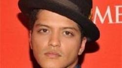 Bruno Mars frymëzohet nga Amy Whinehouse