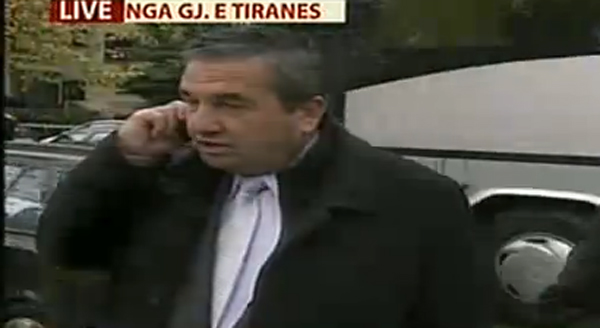 Foto: Avokati Idajet Beqiri duke folur per Tv A1 Report)