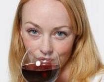 Një gotë verë e kuqe çdo darkë ul rrezikun e kancerit