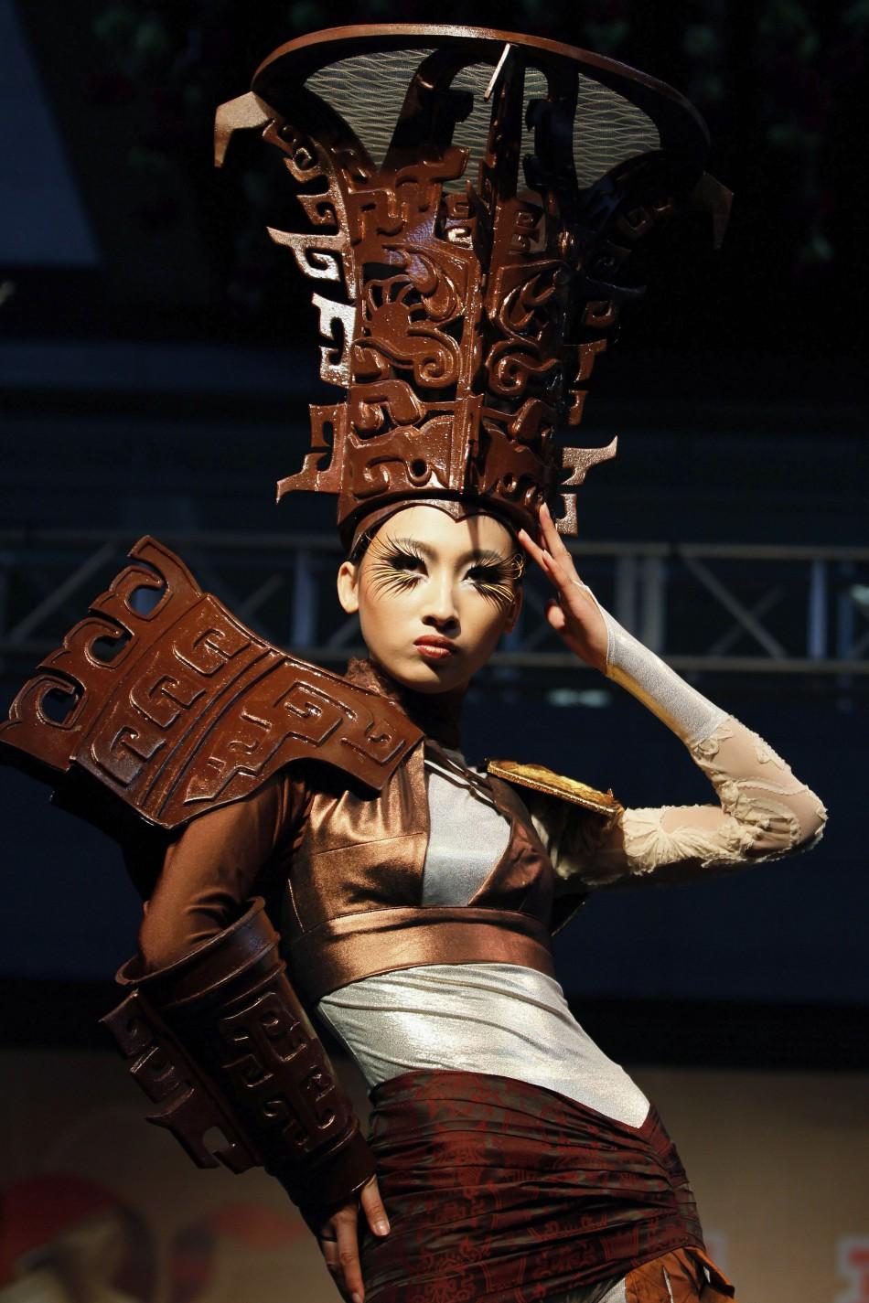 Sfilata në çokollatë, modeles i shkrin fustani në pasarelë 67783_1