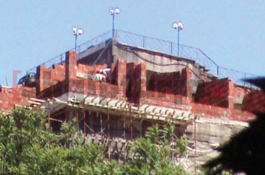 Punëtor në ndërtimin pa leje në Gjirokastër